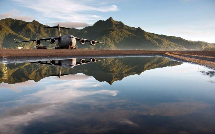 Boeing C-17 Globemaster III w lustrzanym odbiciu