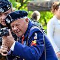 Zostaw wnusiu, dziadek pokaże Ci jak się strzela!