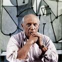 Pablo Picasso i w tle jego obraz