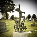 Grób dzieciaka przykutego przez całe życie do wózka
