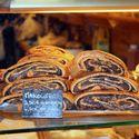 makowiec w paryskiej piekarni.