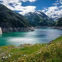 Sztuczne jezioro na zaporze.