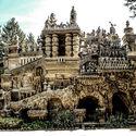 Francuski listonosz spędził 33 lata, żeby wybudować pałac z kamyków, które zebrał na swojej 18 milowej trasie
