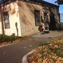 Bezdomny grający na swoim xboxie :D