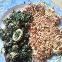 Kurczak w płatkach owsianych (chrupiące nom nom!) + szpinak z owocami morza^^