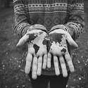 świat w dłoniach