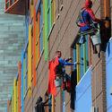 Window cleaners w szpitalu dla dzieci