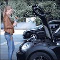 Jak blondynka dolewa olej silnikowy...