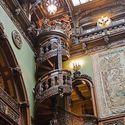 Spiralne schody - Zamek Peles w Rumuni