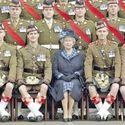 Szukajcie a znajdziecie po lewej stronie królowej ;)