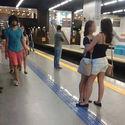 Nigdy nie zgadniecie dlaczego to zdjęcie dwóch obejmujących się kobiet rozprzestrzeniło się na Facebooku jak wirus