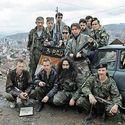 Rosyjscy ochotnicy z 3 RDO walczący po serbskiej stronie. W tle oblężone Sarajevo.