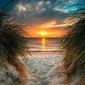Zachody słońca nad wodą.