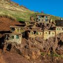 Mała wioska stworzona wewnątrz góry w Kurdystanie.